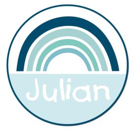 Naamstickers in vorm met een blauw retro regenboogje type Julian