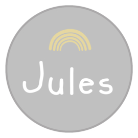 Geboortesticker full colour grijs met een leuk regenboogje type Jules