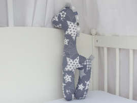 Giraf knuffel zilvergrijs grote sterren patchwork