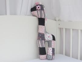 Giraf knuffel lichtroze grijs zwart patchwork