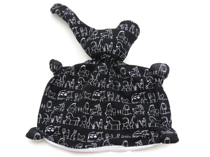 Knuffeldoek met rammelaar diertjes zwart wit