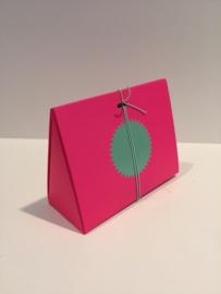 Doosje fluo pink driehoek