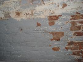 Onderaan de muur meet ik weinig vocht, maar iets hogerop weer wel. Hoe kan dat?