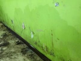 vochtplekken op de muur door lekkage