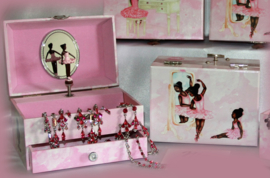 Nia Ballerina Musical Jewellery Box - Getting Ready