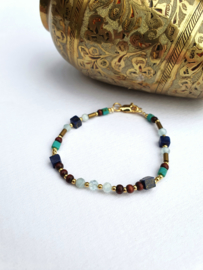 Viveka            -  Lapis lazuli, aquamarijn en hematiet armband