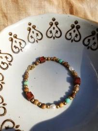 Hali           -  jaspis en parel armband