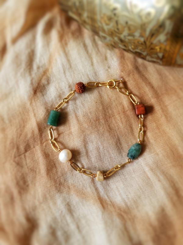 Gaia              -  Parel, rudraksha, smaragd, jaspis en aventurijn armband