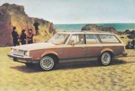 Cutlass Cruiser Wagon, US postcard, larger size, 1978
