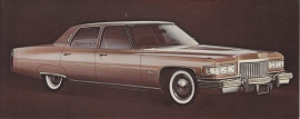 1975 Fleetwood Brougham Sedan, US fold-over postcard, 18,5 x 8,5 cm (closed)