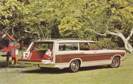 Country Squire Wagon, US postcard, standard size, 1967