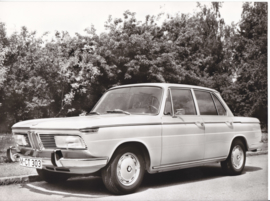 BMW 2000 Sedan - 1969 - German text on the reverse