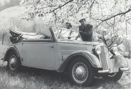 DKW F8 Front-Luxus Cabriolet 1939, recent A6-postcard, issued by Audi factory museum, German