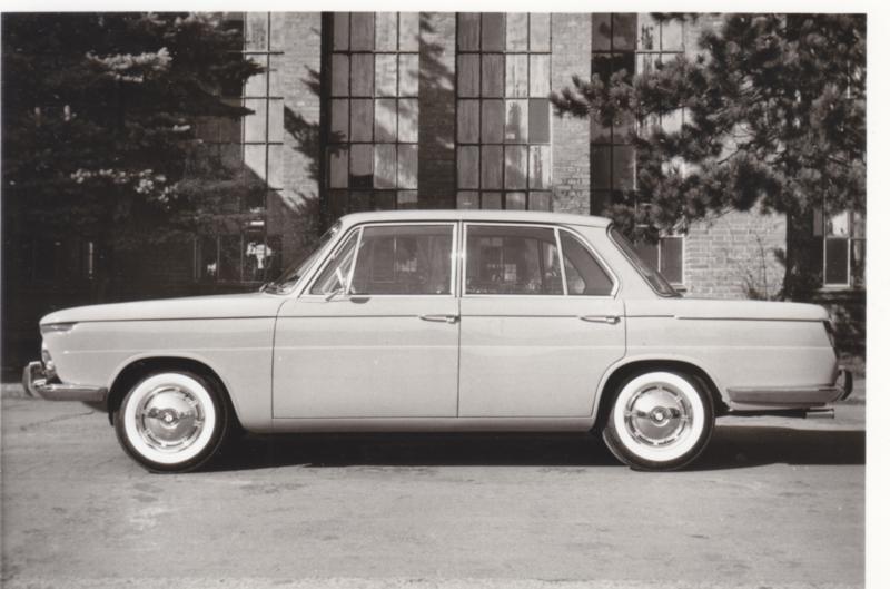 1500 Limousine, DIN A6-size photo postcard, 1962, 4 languages