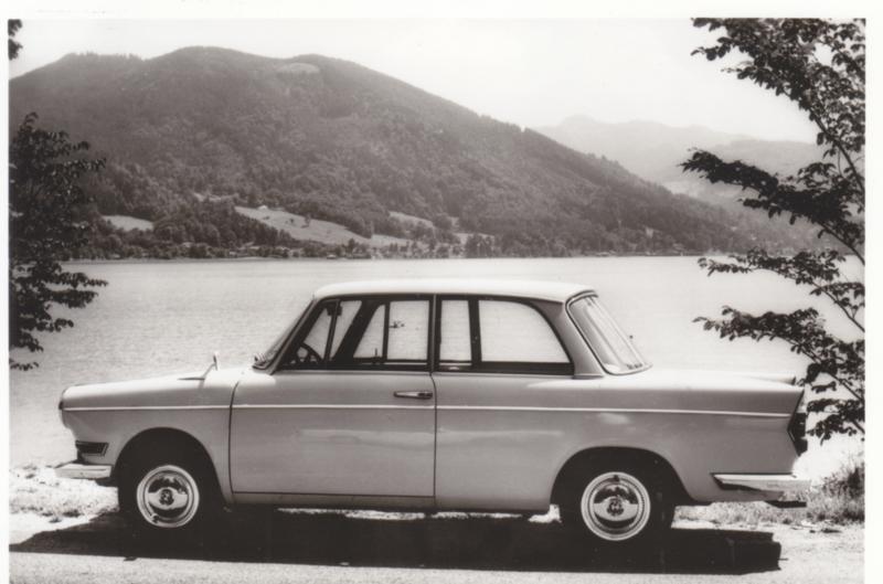 700 LS Luxus Sedan 2 cyl., DIN A6-size photo postcard, 1961-65, 4 languages