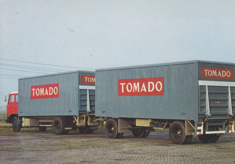 Tomado DAF truck with closed aluminium trailer, DIN A6-size postcard, Dutch issue