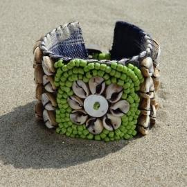 Flower on Ikat beads - Green - Hot lava