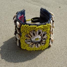Flower on Ikat beads - Yellow - Hot lava