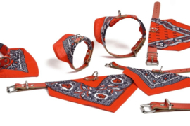 Lederen halsband met rood doekje 35cm
