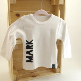 Shirtje 'Naam zijkant'