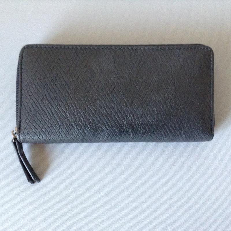 Zwarte portemonnee met een fijn werkje