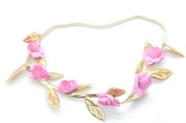 Bloemenbandje met gouden blaadjes en lichtroze bloemetjes