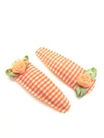 Haarspeldjes oranje geruit met roosjes