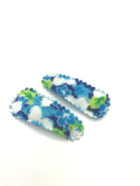 Baby/peuter haarspeldjes  lichtblauw met bloemetjesprint