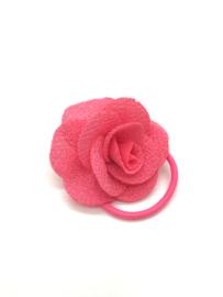 Elastiekje met klein roosje zalmroze