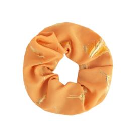 Scrunchies zalm/ oranje met veertjes goud