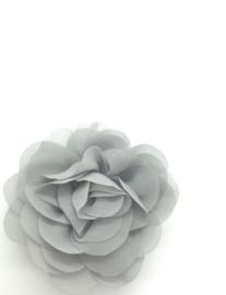 Haarspeldje met chiffon roos lichtgrijs