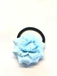 Elastiekje met bloem lichtblauw