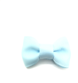 Strikje mini op klikklak speldje lichtblauw