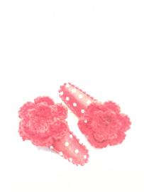 Baby/peuter haarspeldjes rood met stipjes en gehaakt bloemetje
