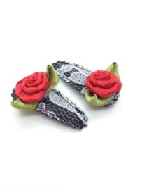 Baby/peuter haarspeldjes zwarte kant met roosjes