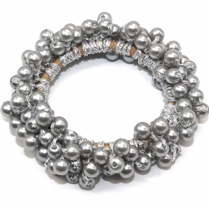 Elastiekje met pareltjes zilver