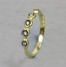 Jeh Jewels 14kt gold ring with 4 diamonds