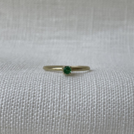 Ile d'Or 14kt gold ring + emerald
