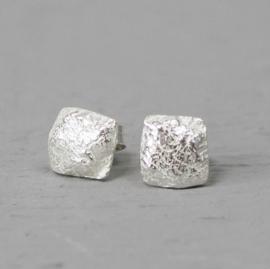 Jeh Jewels oorstekers zilver vierkant hamerslag
