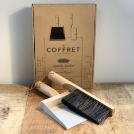 Andree Jardin - brush and dustpan