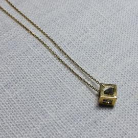 14 karaat goud collier met kubus