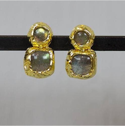 Jeh Jewels oorstekers zilver verguld met dubbel labradoriet