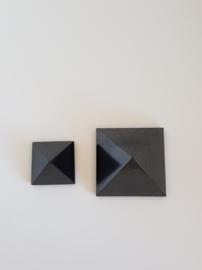 Shungite Piramide edelsteen tegen straling 3cm of 5 cm