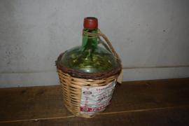 Fles met rieten mand