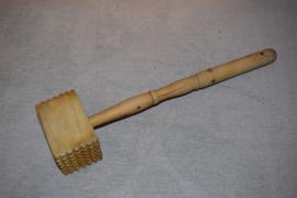 Oude houten vleeshamer