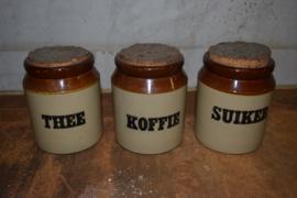 Koffie, thee, suiker set aardewerk