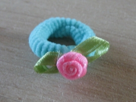 Elastiek Aquablauw, Roze roosje