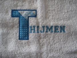Handdoek met hoofdletter applicatie