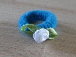 Elastiek Blauw, Wit roosje