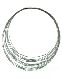 Handgemaakte collier staafjes zilverkleur
